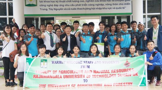 Sinh viên khoa Nông nghiệp và Tài nguyên Thiên nhiên của trường ĐH Rajamangala (Tawan-ok), Thái Lan tham gia chương trình trao đổi sinh viên tại trường ĐHNL, ĐHH