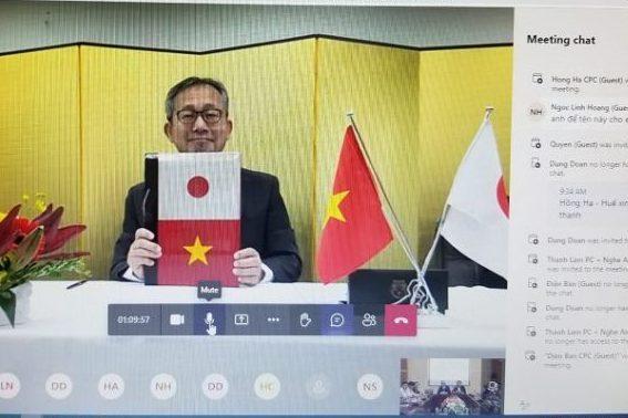 Ngài Đại sứ Nhật Bản YAMADA Takio ký kết các hợp đồng tài trợ